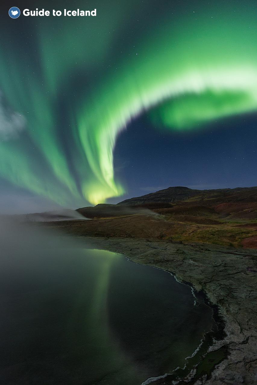 Bosättningar på västra och södra Islands landsbygd, inte långt från Reykjavik, är utmärkta för att jaga norrsken.