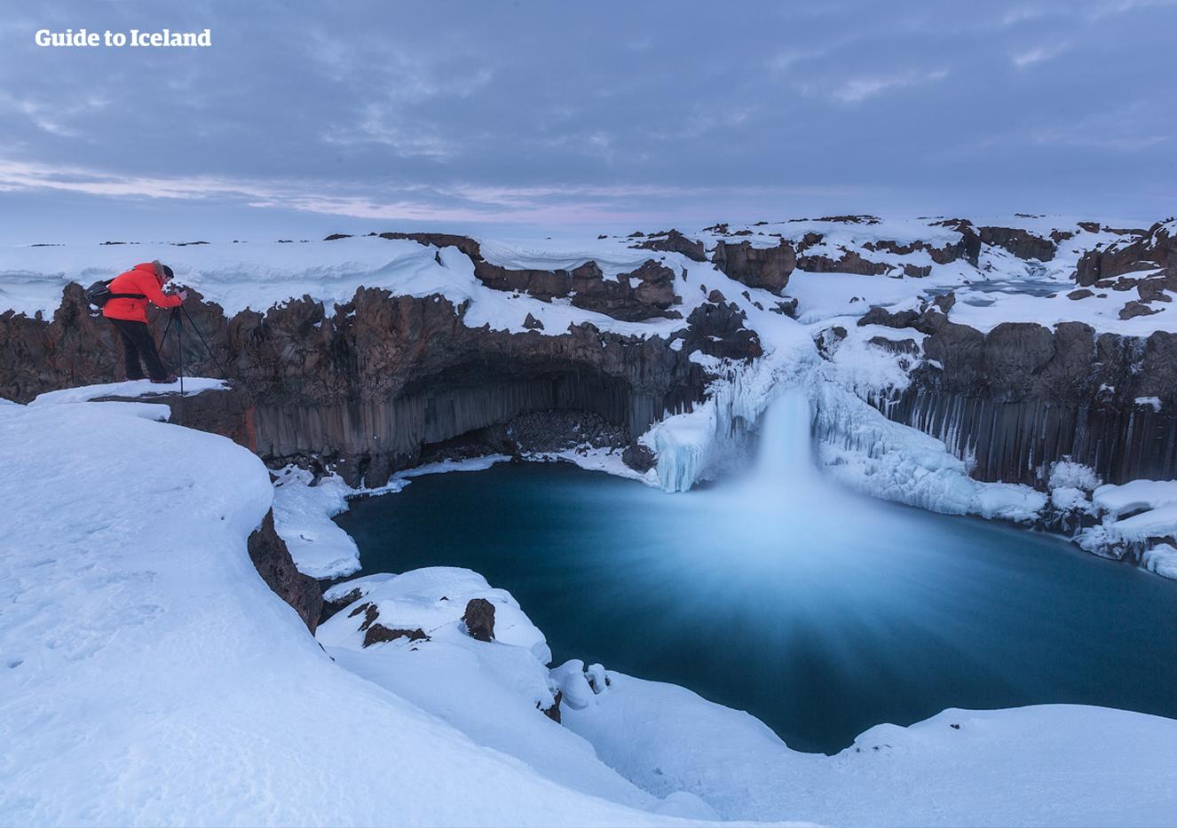 북부 아이슬란드와 하이랜드 사이에 위치한 알데이야포스 폭포, 겨울에도 그 아름다움을 감상할 수 있습니다.