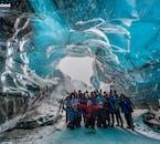Für Gruppen, die im Winter nach Südostisland reisen, gibt es keine schönere Aktivität als eine Eishöhlen-Erkundung.