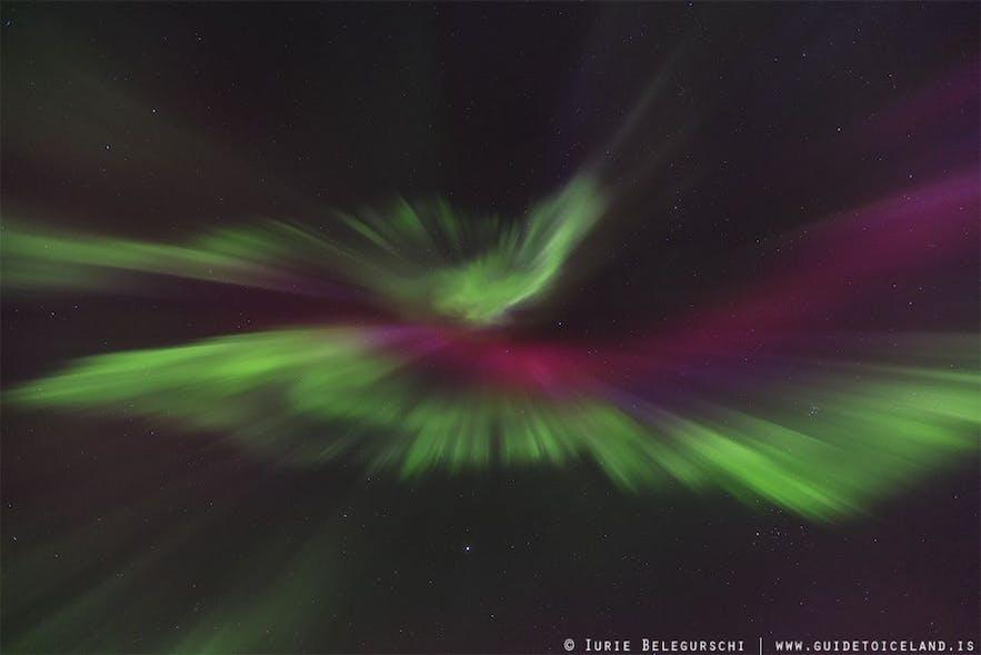 Richte die Kamera in den Himmel, um die Nordlichter ohne Konkurrenz zu fotografieren