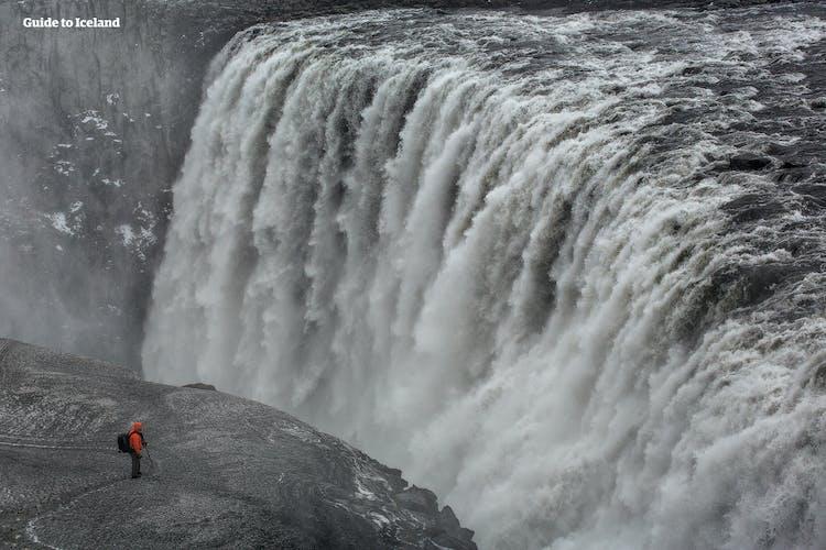 Dettifoss hat die stärkste Fließrate aller Wasserfälle Europas.