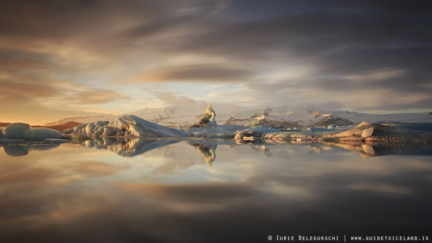 The Jökulsárlón glacier lagoon is beautiful in both summer and winter.