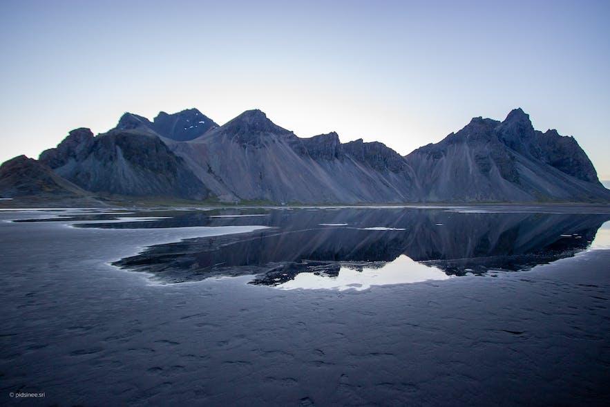 ภูเขากระทบน้ำ