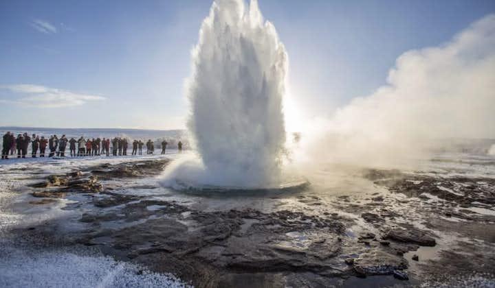 9-godzinna wycieczka do Złotego Kręgu w małej grupie z wizytą na farmie lodów i transferem z Reykjaviku