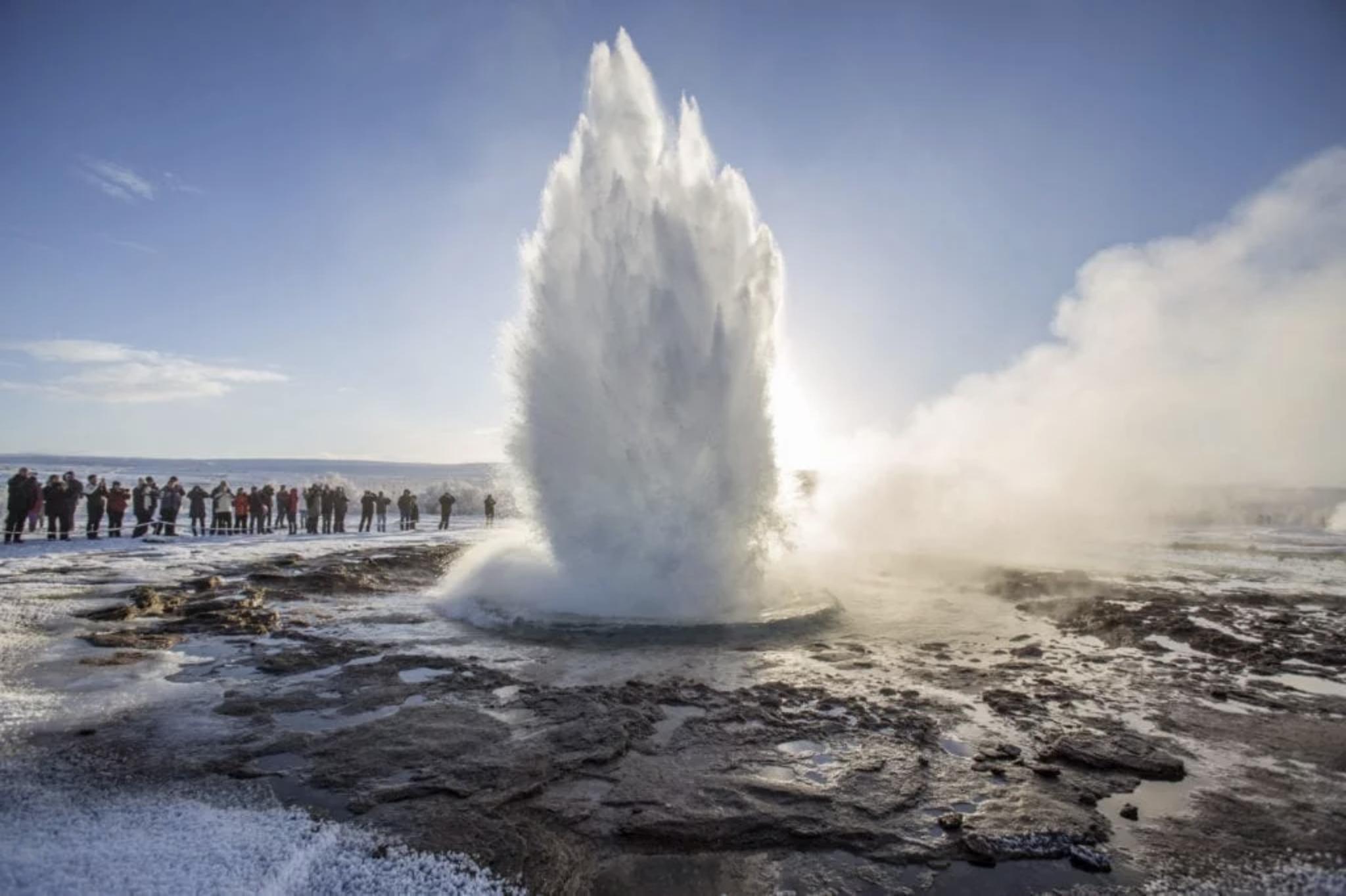 Tur for liten gruppe til Den gylne sirkel, kratersjøen Kerið og iskremgården