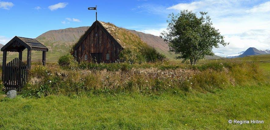 Grafarkirkja位于冰岛北部的斯卡加峡湾地区,其部分部件建于17世纪,是冰岛最古老的草顶教堂之一