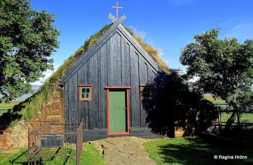 Víðimýrarkirkja草顶教堂也位于斯卡加峡湾地区,曾被冰岛前总统赞誉为冰岛最美的建筑之一