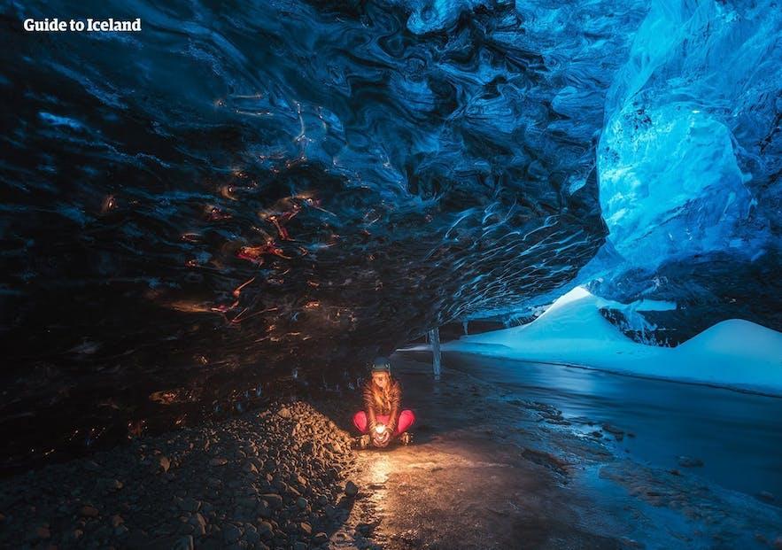 la plupart des voyages organisés hiver en Islande comprennent la visite d'une grotte de glace