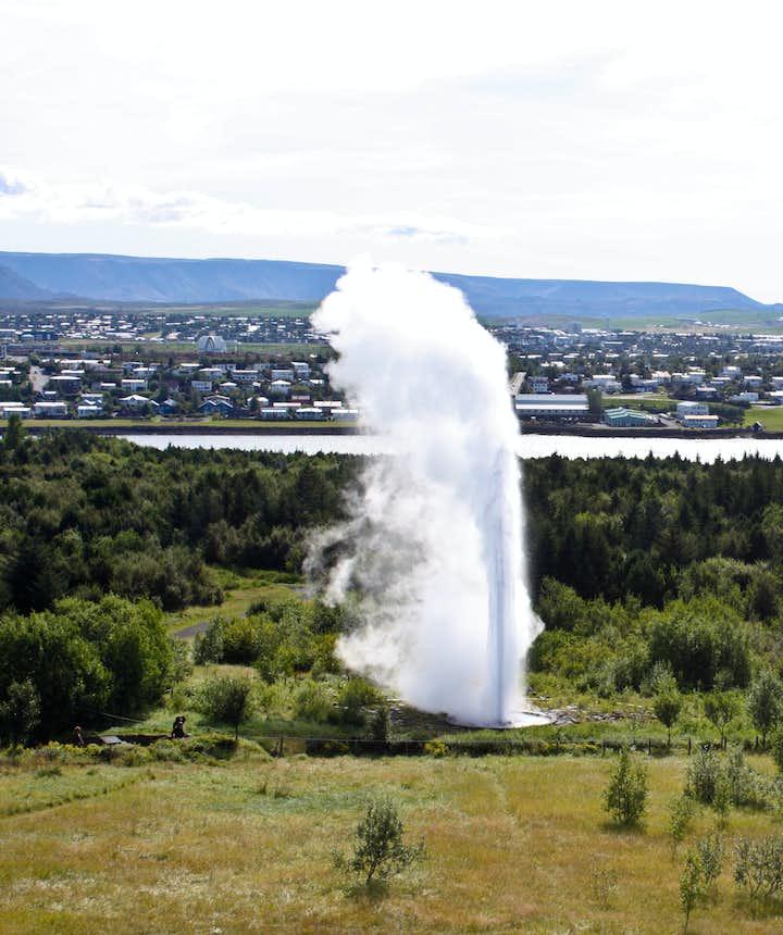 冰岛首都珍珠楼前的Oskuhlid公园