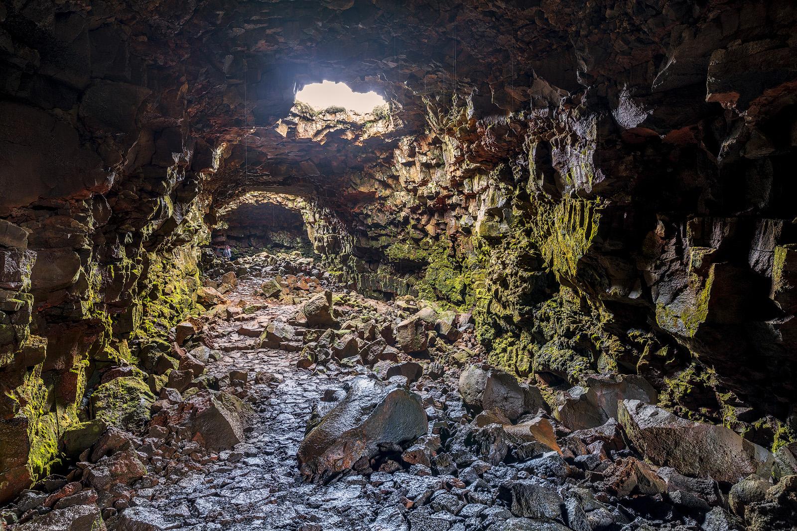 라우파르홀스헬리르  용암 동굴 투어