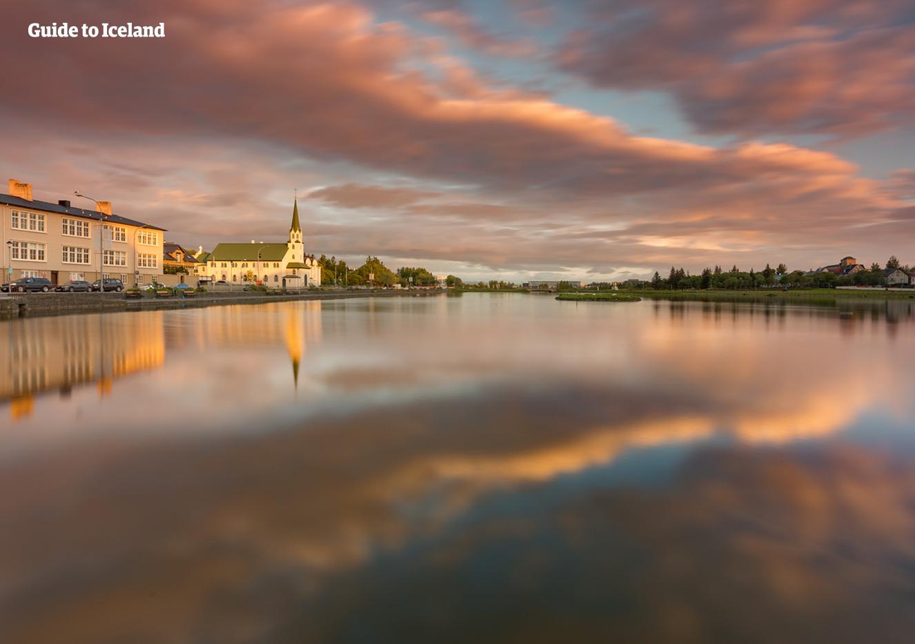 雷克雅未克是世界最北的首都。