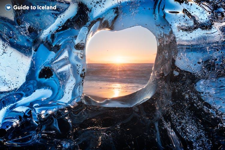 요쿨살론 빙하호수는 1년 내내 방문 가능합니다.