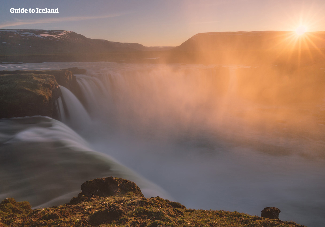 La fascinante cascada del norte de Islandia, Goðafoss, es donde los islandeses se convirtieron oficialmente al cristianismo en el año 1000 DC.
