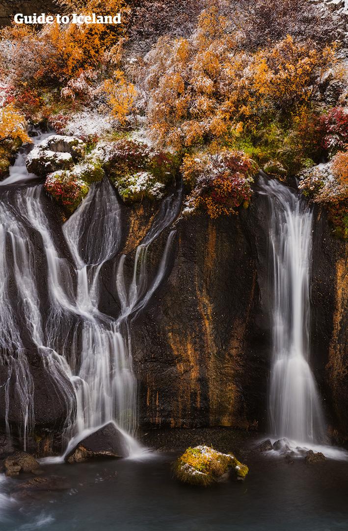 Puoi visitare alcune dei tesori nascosti dell'Islanda, come le cascate di Hraunfossar