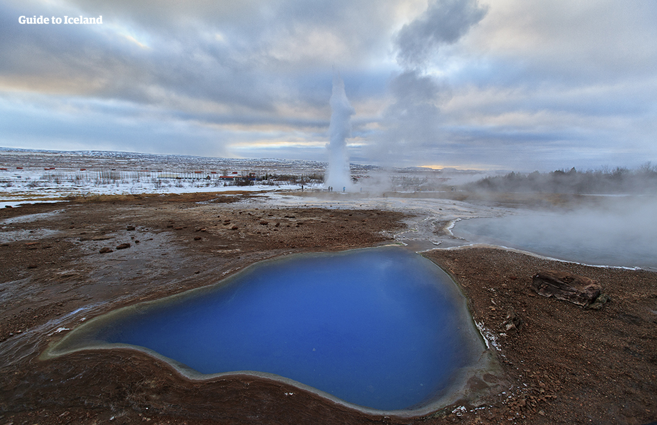 Geysirene med utbrudd i det geotermiske området Geysir er noe du virkelig MÅ oppleve når du besøker Den gylne sirkel