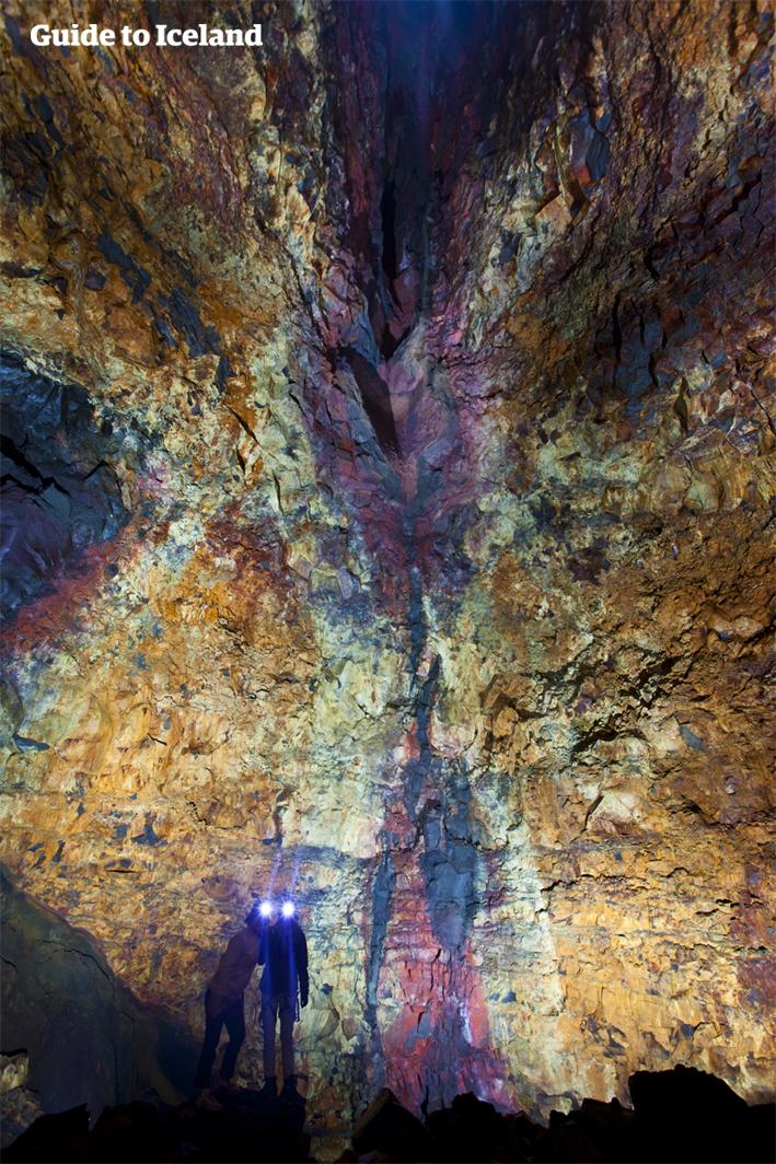 1974年に発見されたスリフヌカギグル火山でインサイド・ザ・ボルケーノツアーが行われる