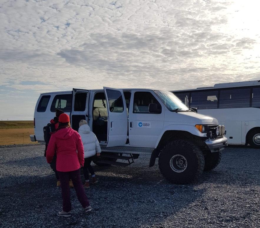 Superjeep von Guide to Iceland bei der Gletscherlagune Jökulsarlon