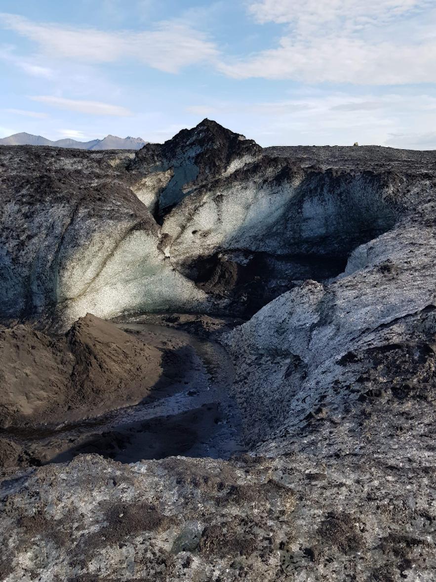 Eingang der Gletscherhöhle auf Island.