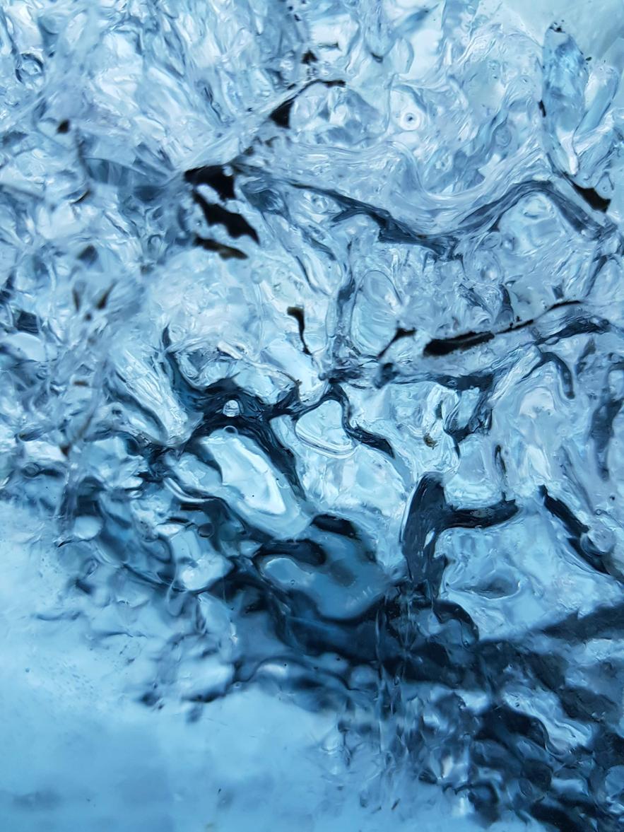 Close up von dem Eis in der Gletscherhöhle auf dem Vatnajökull.