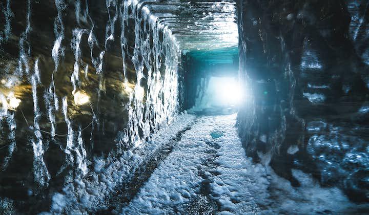 Motoneige sur glacier et visite d'une grotte de glace au Langjokull   Départ de Gullfoss