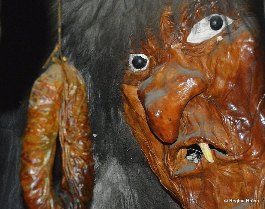 在阿克雷里圣诞屋中领略冰岛民间传说文化