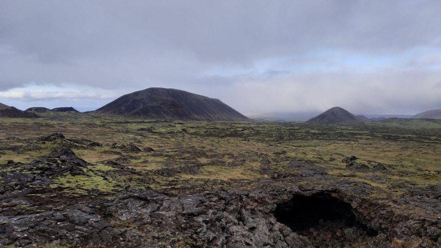 Caminando a través de los campos de lava