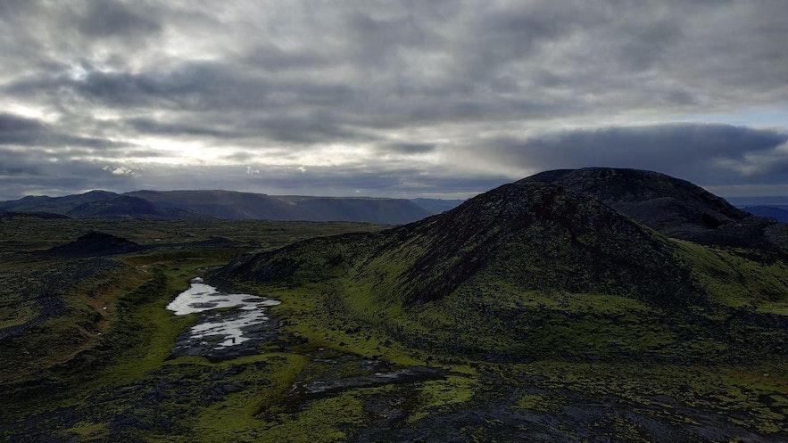 Uno de los picos del volcán Thrihnukagígur, desde las alturas