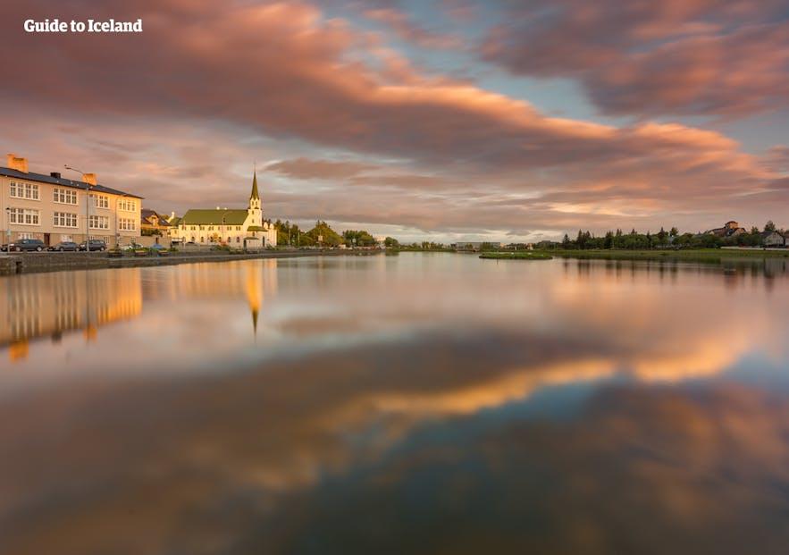 冰岛首都市政厅旁托宁湖