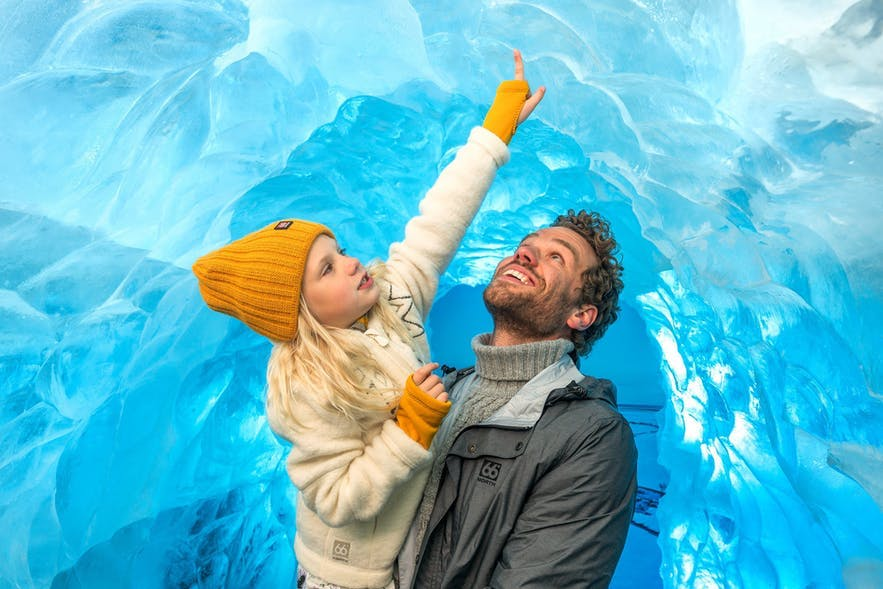 冰岛珍珠楼的冰洞展览
