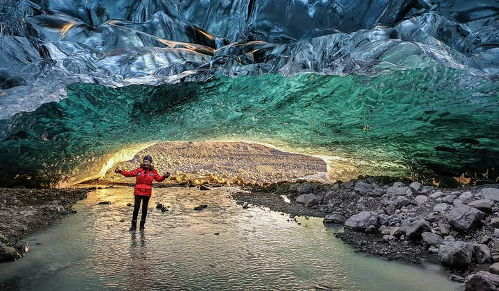 Niepowtarzalna 1-godzinna eksploracja kryształowej jaskini lodowej w Vatnajokull z transferem z Jokulsarlon