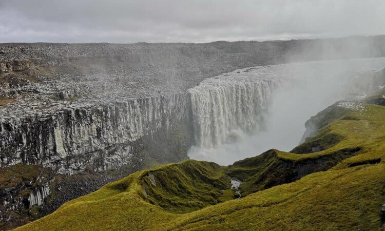 冰岛东部的Vestrahorn山造型独特。