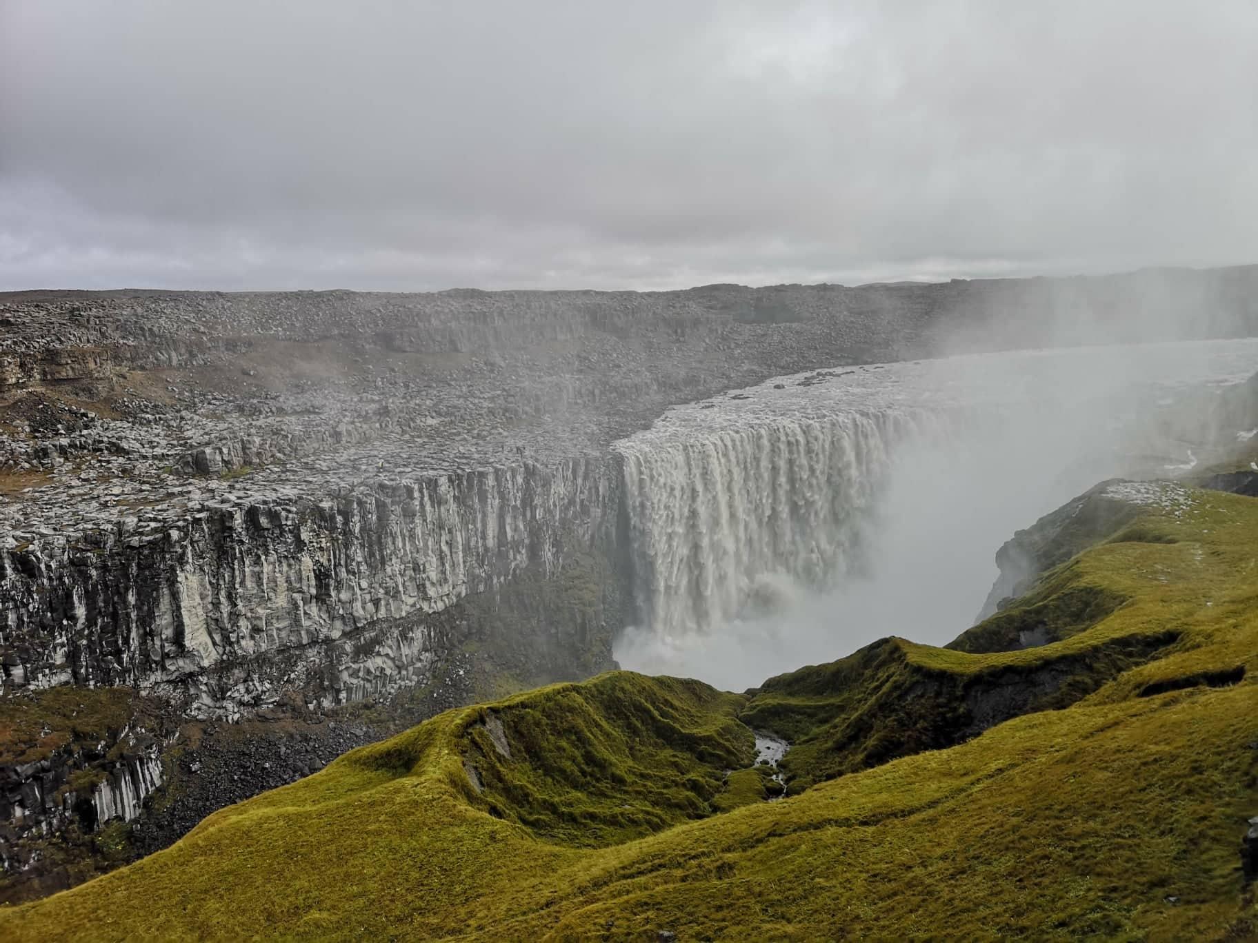 La poderosa cascada Dettifoss en el norte de Islandia