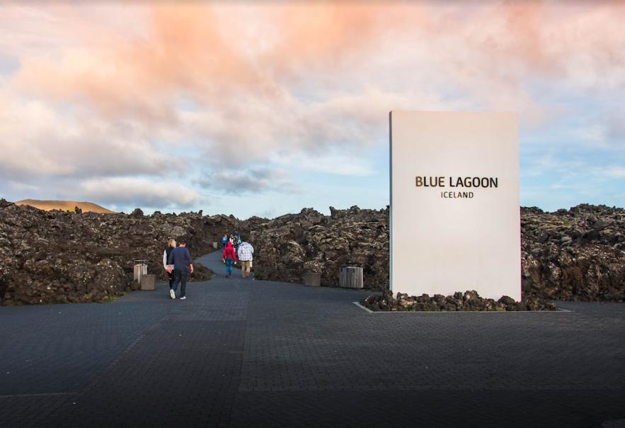 Blaue Lagune Eingang - Guide to Iceland