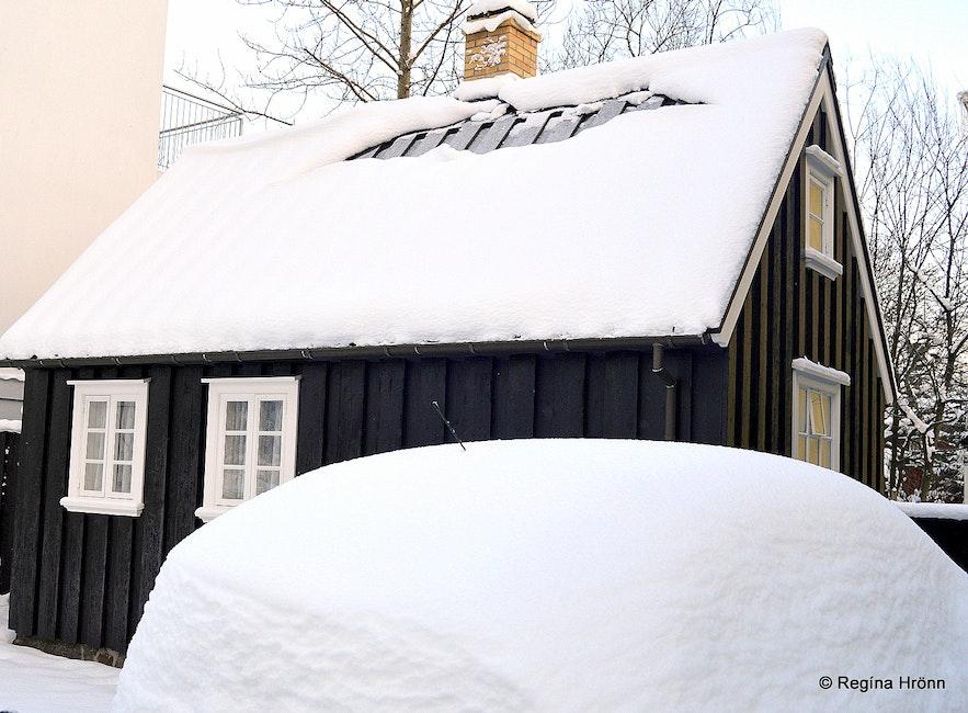 Snowy Reykjavík - Vaktarabærinn in the snow