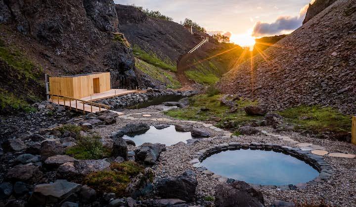 冰岛西部新温泉Giljaböð峡谷温泉+熔岩瀑布一日游|雷克雅未克接送