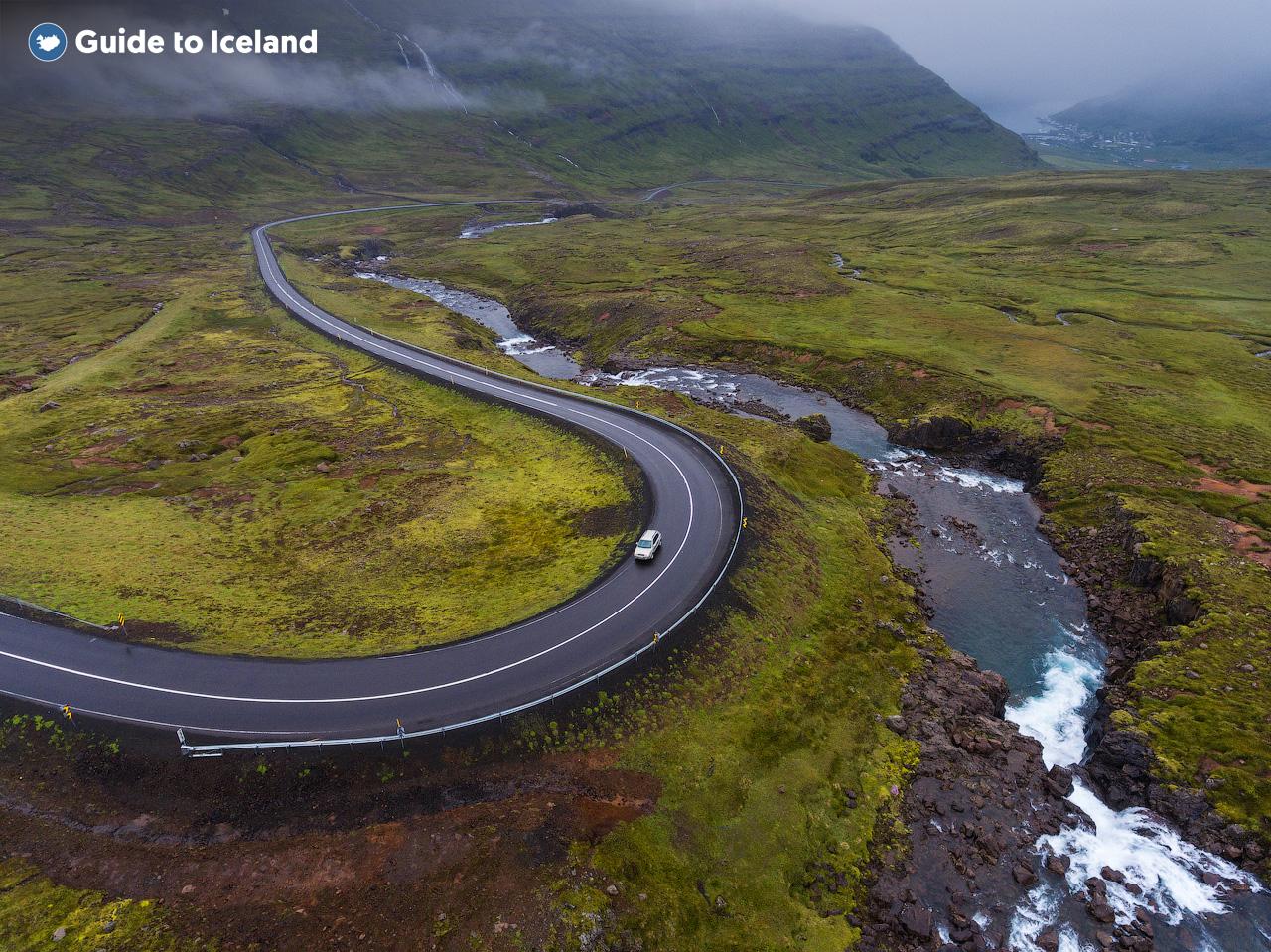 동부 아이슬란드의 구불 구불한 도로.