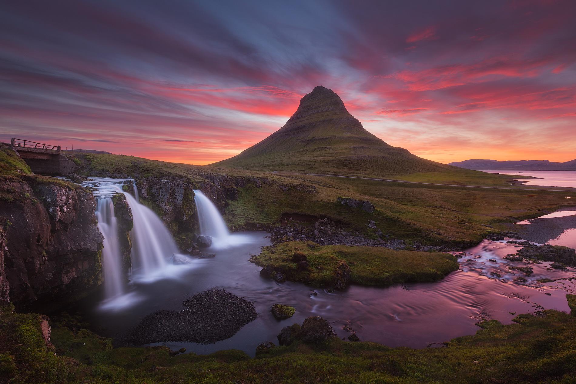 Kirkjufell et Kirkjufellsfoss à «l'heure magique»
