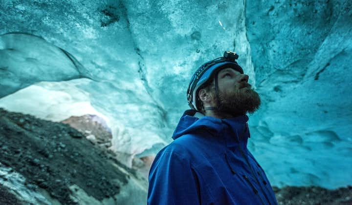 Tour a la cueva de hielo azul y senderismo por el glaciar en Skaftafell