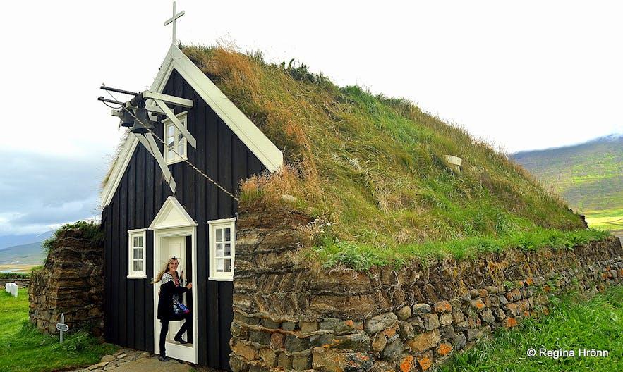 Regína at Saurbæjarkirkja turf church