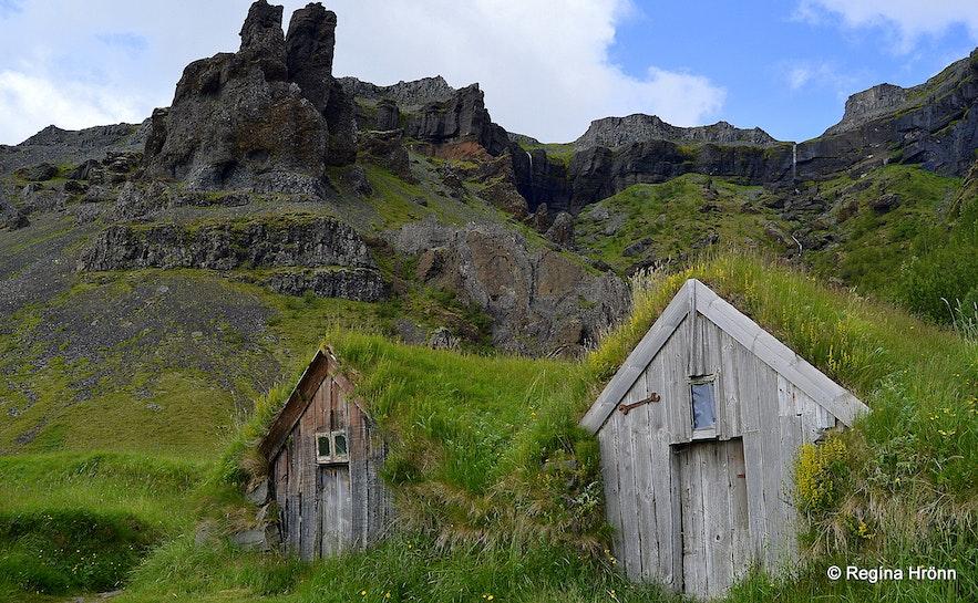 Núpsstaður turf houses