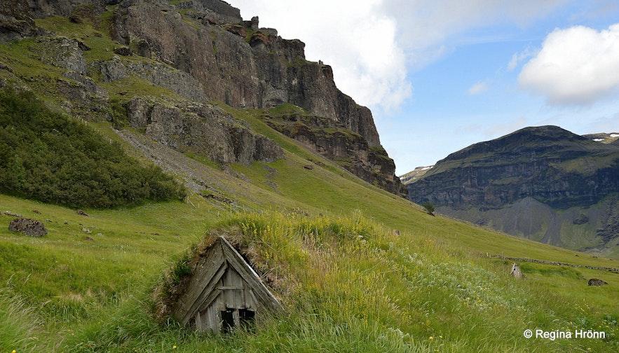 Núpsstaður turf outhouse South-Iceland