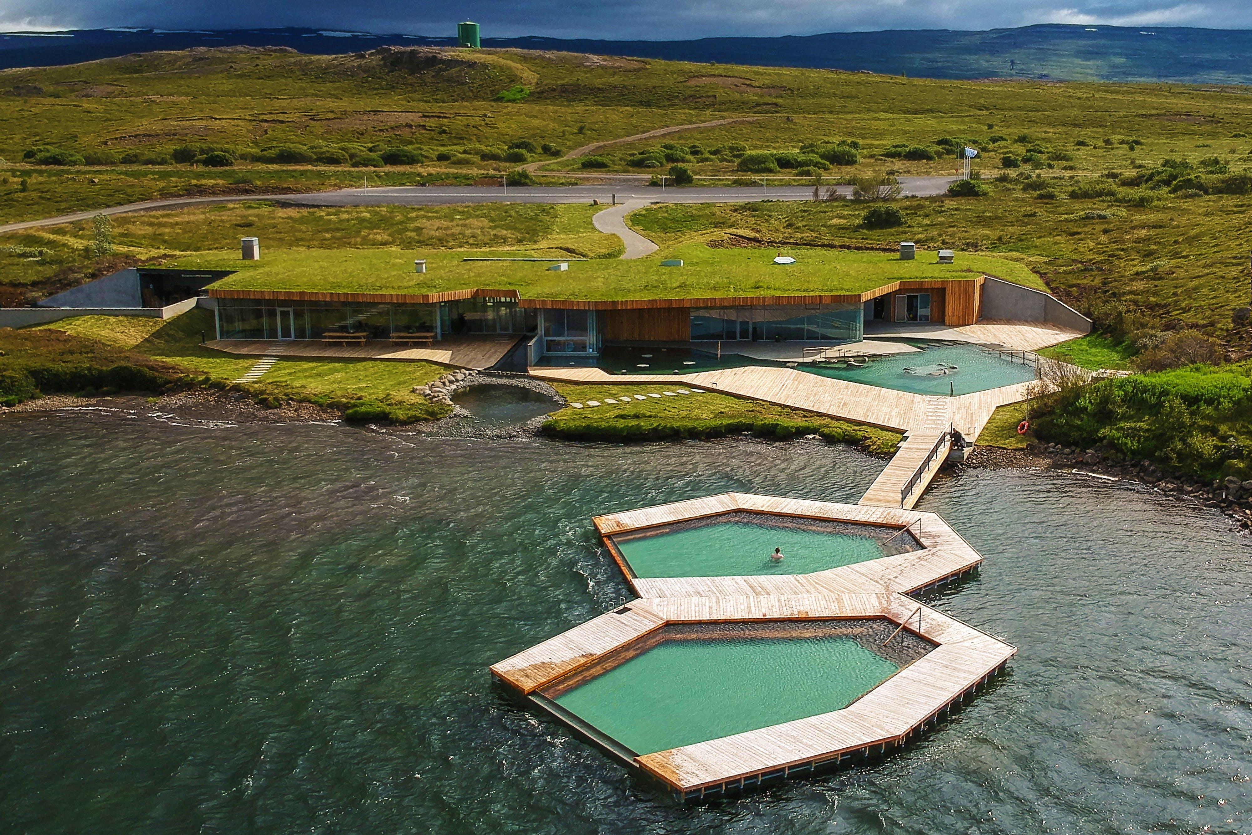 Провожаем год в геотермальных купальнях Вёк у Эгильсстадира!