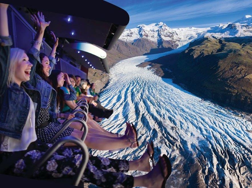 FlyOver Iceland är en fascinerande upplevelse som kombinerar film, berättelser och teknik.