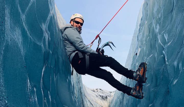 ソゥルヘイマヨークトル氷河ハイキングとアイスクライミング