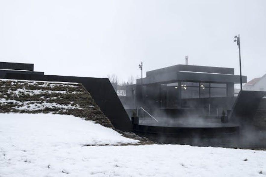 Rund um Borgarnes – Rosinenbällchen, Dampf und ein Wasserfall