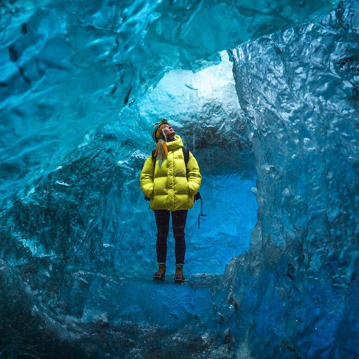 Тур в ледяные пещеры на леднике Ватнайёкютль   Отправление от Йокульсарлон