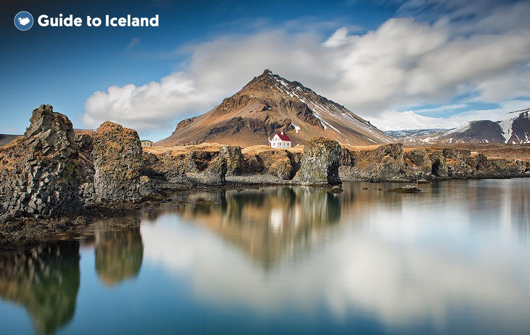 冰岛斯奈山半岛上的阿德纳斯塔皮渔村小镇