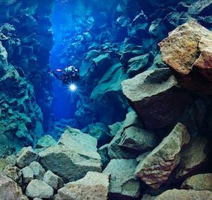 Immersione a Silfra e tour giornaliero del Circolo d'Oro
