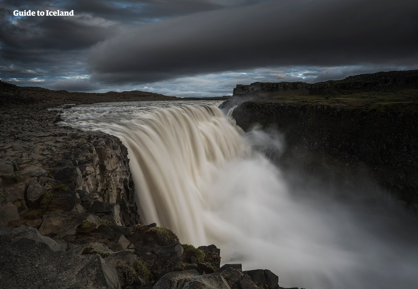冰岛北部的黛提瀑布是欧洲最汹涌的瀑布