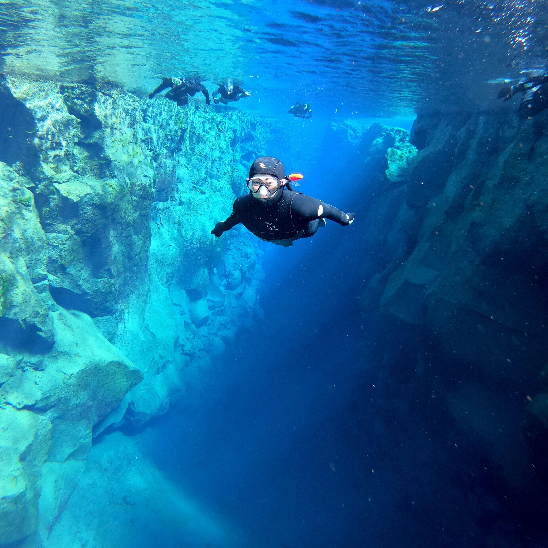 Snorkeltur med våtdräkt i Silfra med undervattensfoton | Transfer ingår